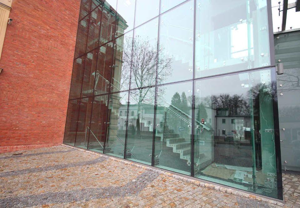 fasada-szklana-mocowana-punktowo-zory
