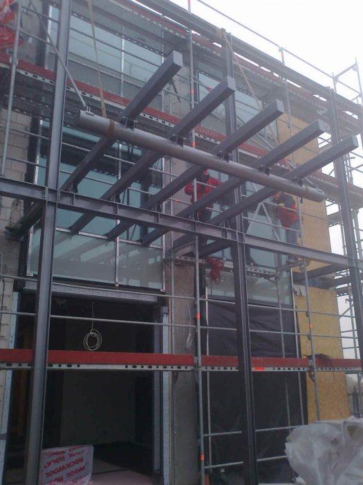Mocowanie punktowe do szkła na konstrukcji stalowej