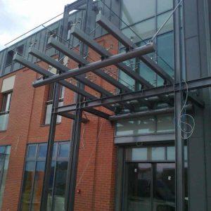 zadaszanie-szklane-konstrukcji-stalowej