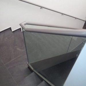 LinealSYSTEM - Mocowanie szkła do schodów